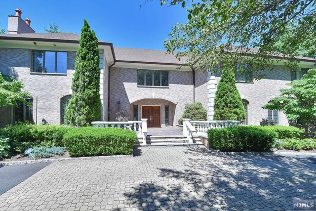 Single Family Home for Sale at 36 Cameron Road 36 Cameron Road Saddle River, New Jersey 07458 United States