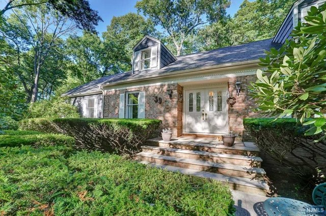 39 BLACK OAK LANE, MAHWAH, NJ 07430