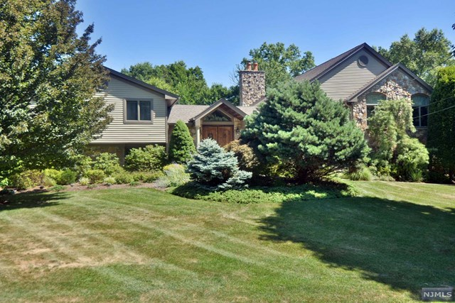 Single Family Home for Sale at 75 Brookfield Lane 75 Brookfield Lane Ramsey, New Jersey 07446 United States