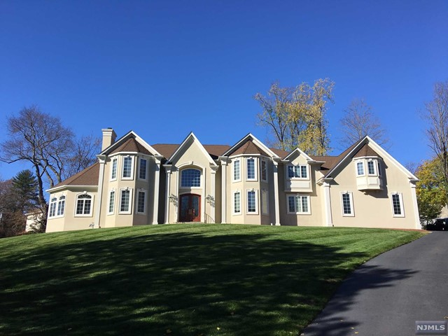 Single Family Home for Sale at 487 Rehill Court 487 Rehill Court River Vale, New Jersey 07675 United States