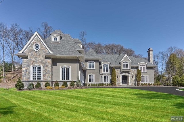 Single Family Home for Sale at 243 Glen Place 243 Glen Place Franklin Lakes, New Jersey 07417 United States