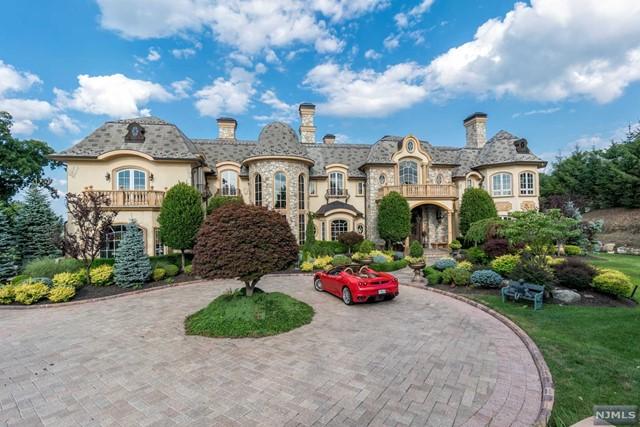 Single Family Home for Sale at 22 Tudor Rose Terrace 22 Tudor Rose Terrace Mahwah, New Jersey 07430 United States