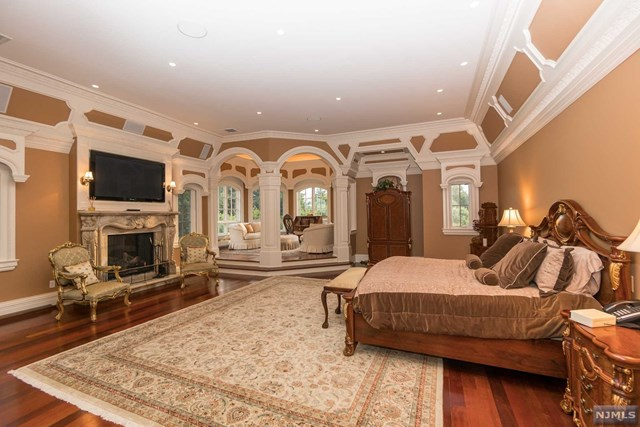 Additional photo for property listing at 22 Tudor Rose Terrace 22 Tudor Rose Terrace Mahwah, New Jersey 07430 United States