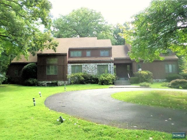 Single Family Home for Sale at 95 Jones Road Englewood, New Jersey 07631 United States