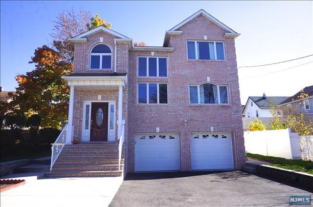 Single Family Home for Sale at 10 Jackson Place 10 Jackson Place Lyndhurst, New Jersey 07071 United States