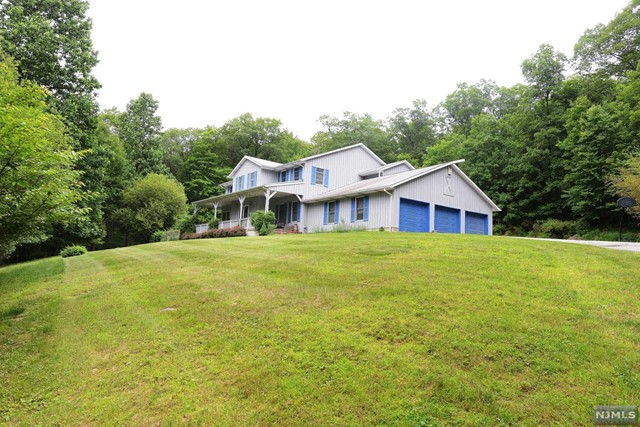 Single Family Home for Sale at 1 Arrow Head Trail 1 Arrow Head Trail Ringwood, New Jersey 07456 United States