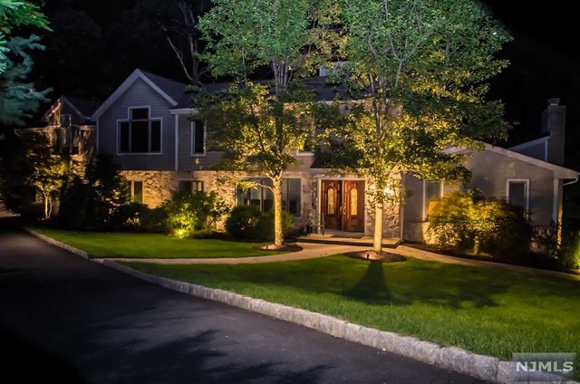 Single Family Home for Sale at 720 Sandia Place 720 Sandia Place Franklin Lakes, New Jersey 07417 United States