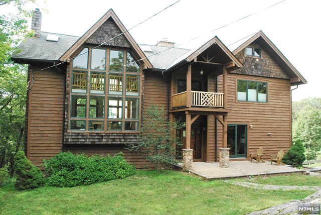 Single Family Home for Sale at 23 Hidden Valley Drive Vernon, New Jersey 07462 United States