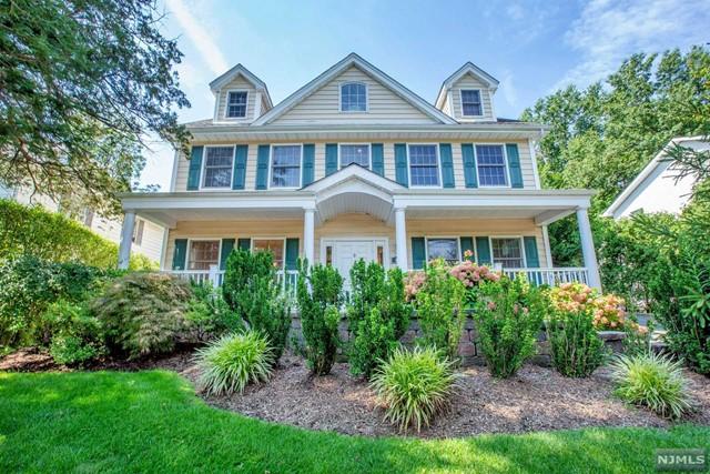 Single Family Home for Sale at 446 Ogden Avenue 446 Ogden Avenue Teaneck, New Jersey 07666 United States