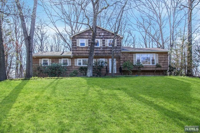 Single Family Home for Sale at 899 Briarwoods Road 899 Briarwoods Road Franklin Lakes, New Jersey 07417 United States