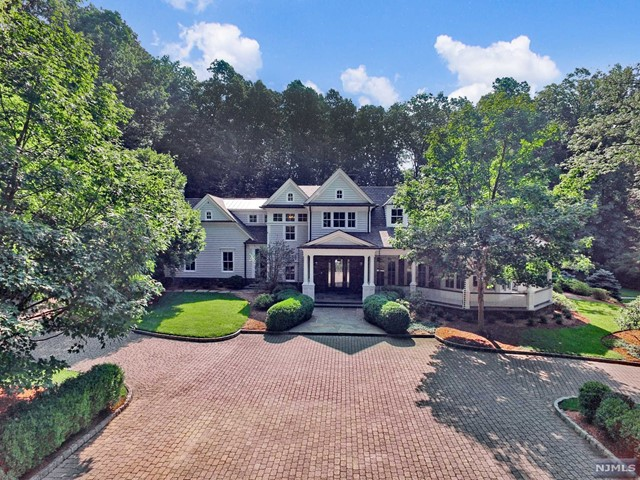 Single Family Home for Sale at 17 Cedarwood Lane 17 Cedarwood Lane Saddle River, New Jersey 07458 United States