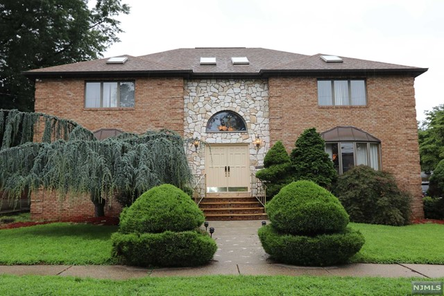 Single Family Home for Sale at 141 Burton Avenue 141 Burton Avenue Hasbrouck Heights, New Jersey 07604 United States