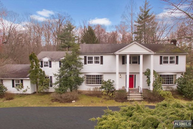 Single Family Home for Sale at 66 Fox Hedge Road 66 Fox Hedge Road Saddle River, New Jersey 07458 United States