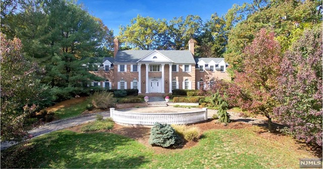 Single Family Home for Sale at 1 Lookout Drive 1 Lookout Drive Saddle River, New Jersey 07458 United States