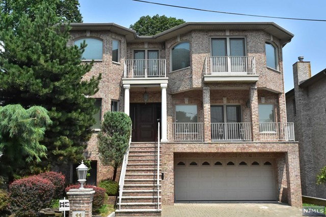 Single Family Home for Sale at 11 Grant Avenue 11 Grant Avenue Cliffside Park, New Jersey 07010 United States