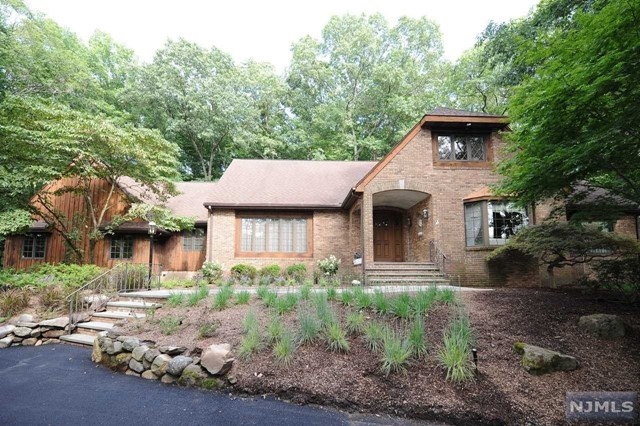 Single Family Home for Sale at 6 Saddle Ridge Road 6 Saddle Ridge Road Ho Ho Kus, New Jersey 07423 United States