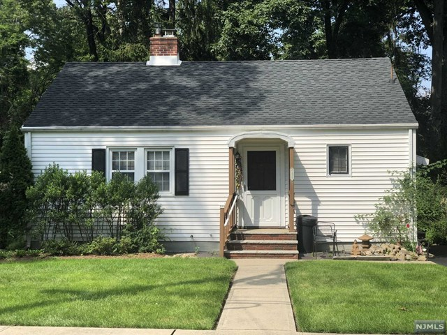 Single Family Home for Sale at 229 Van Houten Avenue 229 Van Houten Avenue Wyckoff, New Jersey 07481 United States