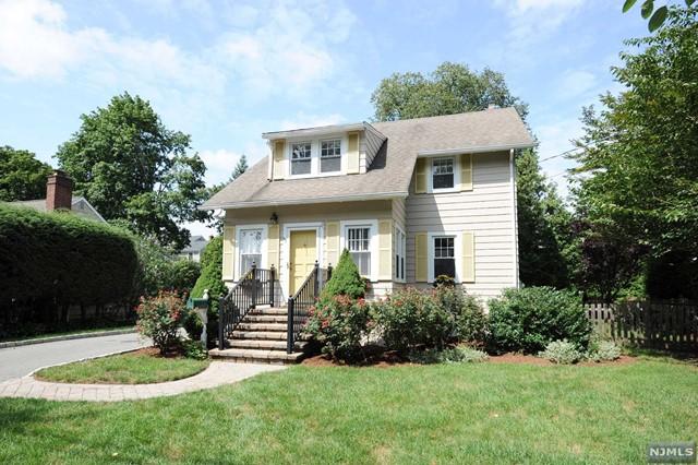 Single Family Home for Sale at 89 Lakewood Avenue 89 Lakewood Avenue Ho Ho Kus, New Jersey 07423 United States
