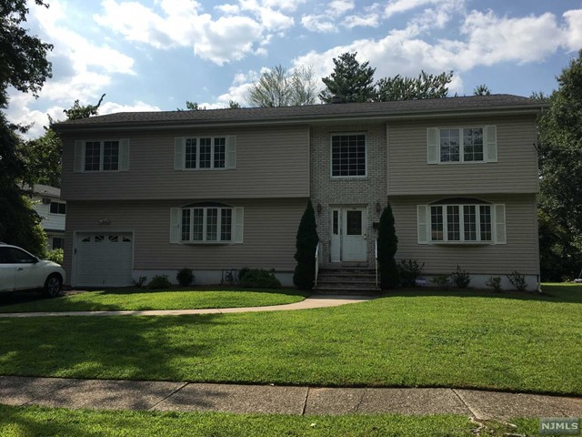 Single Family Home for Sale at 165 Mohawk Drive 165 Mohawk Drive River Edge, New Jersey 07661 United States