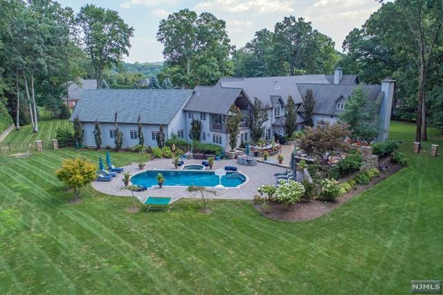 Single Family Home for Sale at 15 Cobblestone Drive 15 Cobblestone Drive Upper Saddle River, New Jersey 07458 United States
