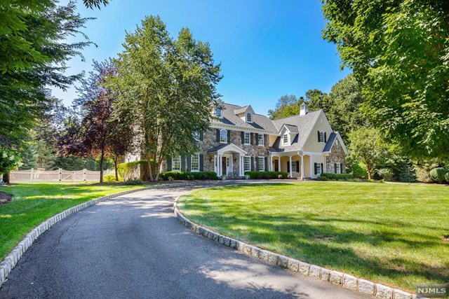 Single Family Home for Sale at 304 Sleepy Hollow Lane 304 Sleepy Hollow Lane Franklin Lakes, New Jersey 07417 United States