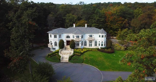 Single Family Home for Sale at 758 West Shore Drive 758 West Shore Drive Kinnelon, New Jersey 07405 United States