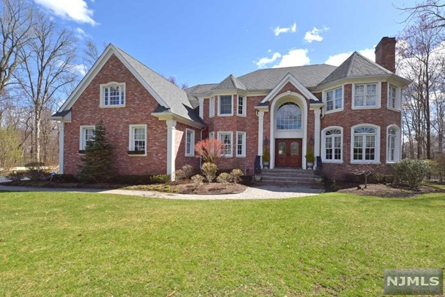 Single Family Home for Sale at 20 Wood Crest Court 20 Wood Crest Court Mahwah, New Jersey 07430 United States