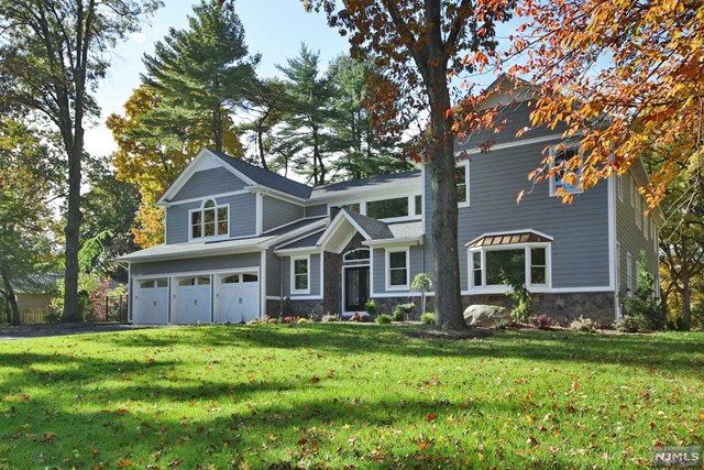 Single Family Home for Sale at 117 Rose Avenue 117 Rose Avenue Woodcliff Lake, New Jersey 07677 United States