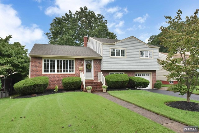 Single Family Home for Sale at 138 Boulevard 138 Boulevard Elmwood Park, New Jersey 07407 United States