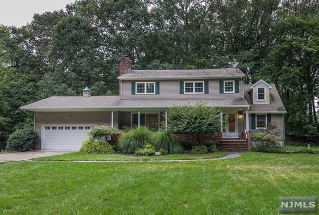 Single Family Home for Sale at 5 Old Oak Drive 5 Old Oak Drive Mahwah, New Jersey 07430 United States