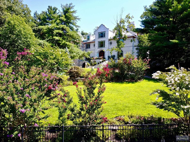 Single Family Home for Sale at 14 Old Quarry Road 14 Old Quarry Road Alpine, New Jersey 07620 United States
