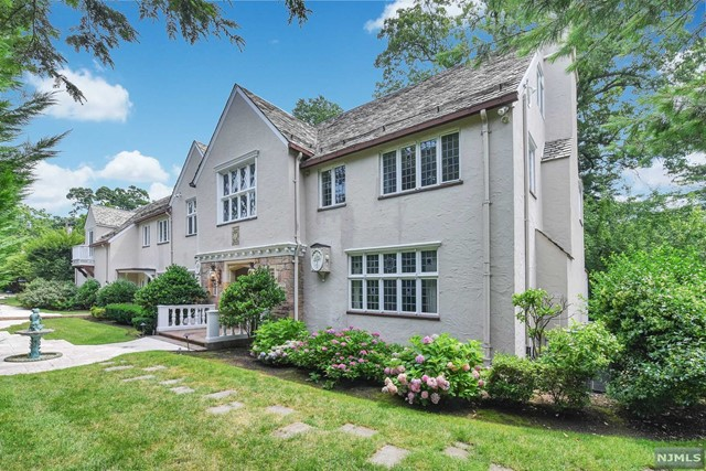 Single Family Home for Sale at 256 Hempstead Road 256 Hempstead Road Ridgewood, New Jersey 07450 United States
