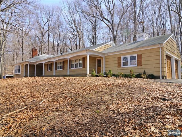 Single Family Home for Sale at 11 Dogwood Drive Saddle River, New Jersey 07458 United States