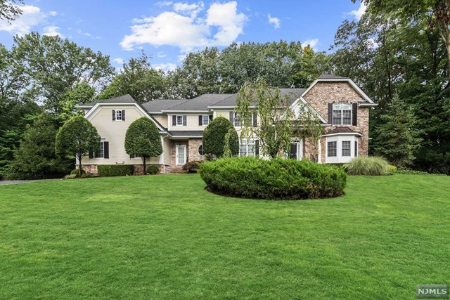 79 Birch Rd - Franklin Lakes, New Jersey