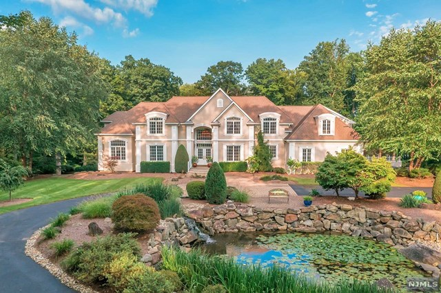 Single Family Home for Sale at 100 Fayson Lakes Road 100 Fayson Lakes Road Kinnelon, New Jersey 07405 United States
