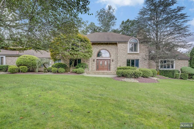 Single Family Home for Sale at 2 Carla Court 2 Carla Court Holmdel, New Jersey 07733 United States