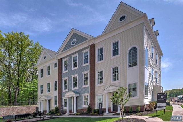 Condominium for Sale at 189 Roosevelt Drive 189 Roosevelt Drive Wood Ridge, New Jersey 07075 United States