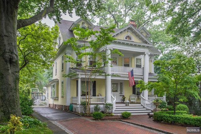 Single Family Home for Sale at 103 Chestnut Street 103 Chestnut Street Nutley, New Jersey 07110 United States