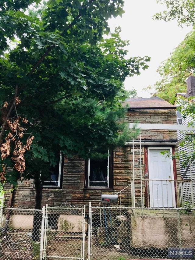Single Family Home for Sale at 208 North 1st Street 208 North 1st Street Paterson, New Jersey 07522 United States