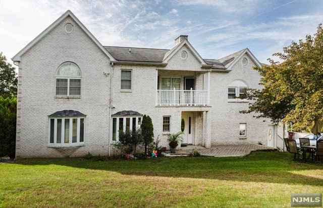 Single Family Home for Sale at 1151 Alps Road 1151 Alps Road Wayne, New Jersey 07470 United States