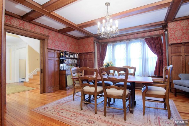 Single Family Home for Sale at 32 Lincoln Avenue 32 Lincoln Avenue Cliffside Park, New Jersey 07010 United States