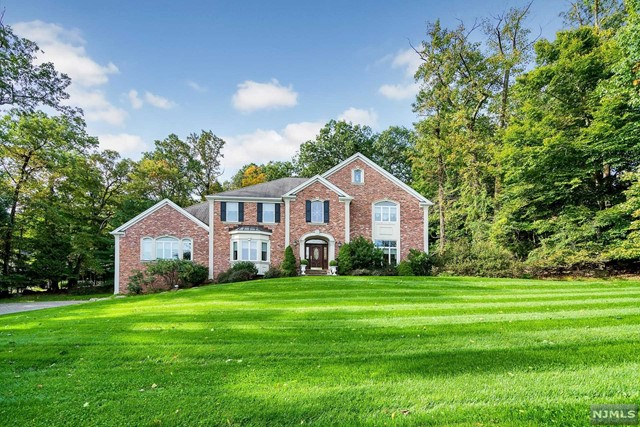 Single Family Home for Sale at 828 Phelps Road 828 Phelps Road Franklin Lakes, New Jersey 07417 United States