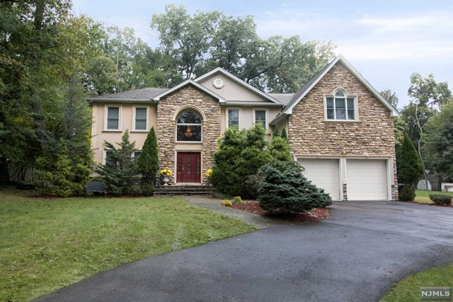 Single Family Home for Sale at 55 Prospect Avenue 55 Prospect Avenue Woodcliff Lake, New Jersey 07677 United States