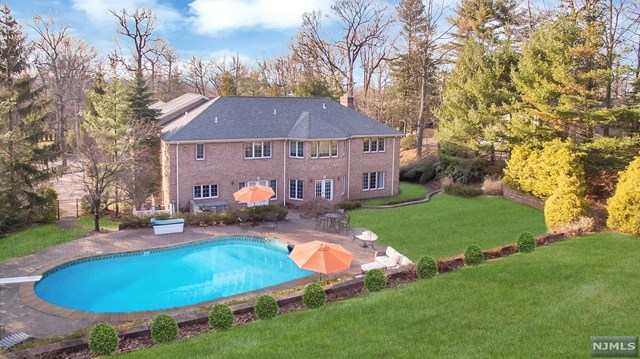 Single Family Home for Sale at 290 Devon Road 290 Devon Road Tenafly, New Jersey 07670 United States