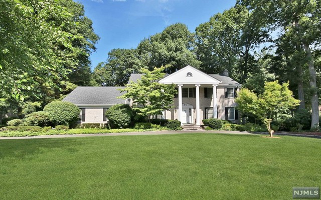 Single Family Home for Sale at 380 Canterbury Lane 380 Canterbury Lane Wyckoff, New Jersey 07481 United States