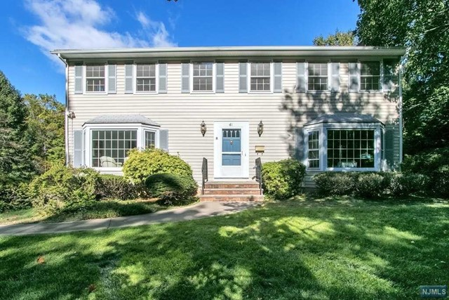 Single Family Home for Sale at 41 Sheri Drive 41 Sheri Drive Allendale, New Jersey 07401 United States
