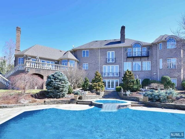 Single Family Home for Sale at 97 Hoover Drive 97 Hoover Drive Cresskill, New Jersey 07626 United States