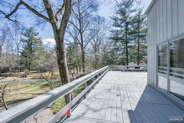 Single Family Home for Sale at 62 Deerhaven Road 62 Deerhaven Road Mahwah, New Jersey 07430 United States