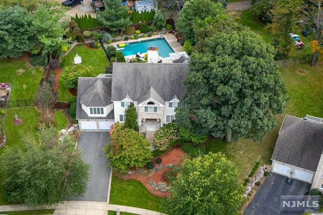 Single Family Home for Sale at 8 Fox Hill Drive 8 Fox Hill Drive Wayne, New Jersey 07470 United States
