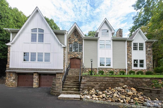 Single Family Home for Sale at 22 Runnymede Road 22 Runnymede Road Chatham Twp, New Jersey 07928 United States